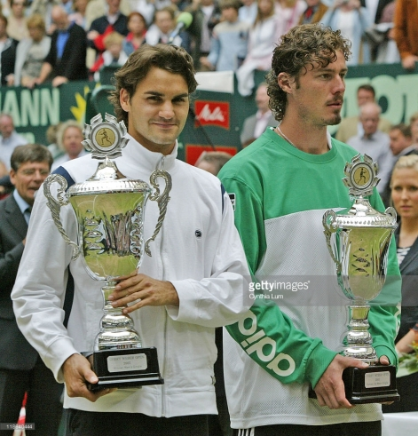 Roger Federer (SUI) wins Gerry Weber Open title, defeating Marat Safin (RUS) 6-4, 6-7 (6), 6-4 in Halle Germany